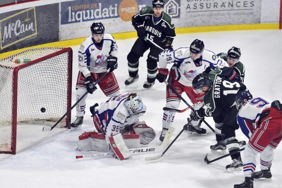 Les Marquis ont remporté vendredi une dixième victoire consécutive devant leurs partisans, 6-3 contre le Blizzard de Trois-Rivières. (Photo Le Quotidien, Rocket Lavoie)
