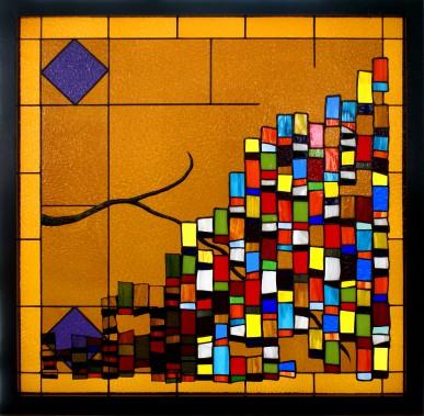 <i>Sortir de l'ambre</i> (2014). Cette oeuvre, la première du couple, exprime la transition entre la vitrerie plus classique (à gauche) qui s'estompe et devient un vitrail plus contemporain. (Nancy Mackay)