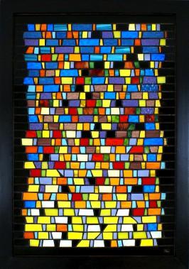 <i>Étincelles</i> (2014). L'organisation en rangées des carreaux decouleur donne une impression de mouvement horizontal. (Nancy Mackay)