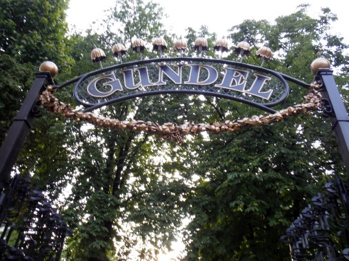 La clôture majestueuse du restaurant Gundel, une institution presque centenaire à Budapest. (Pierre Jury, LeDroit)