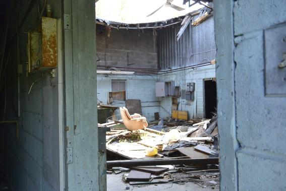 une belle vitrine pour maisons abandonn es alexandra perron habitation. Black Bedroom Furniture Sets. Home Design Ideas