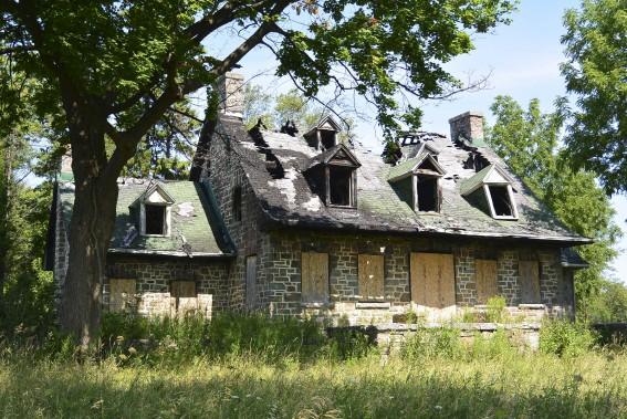 une vitrine pour les maisons abandonn es alexandra perron habitation. Black Bedroom Furniture Sets. Home Design Ideas
