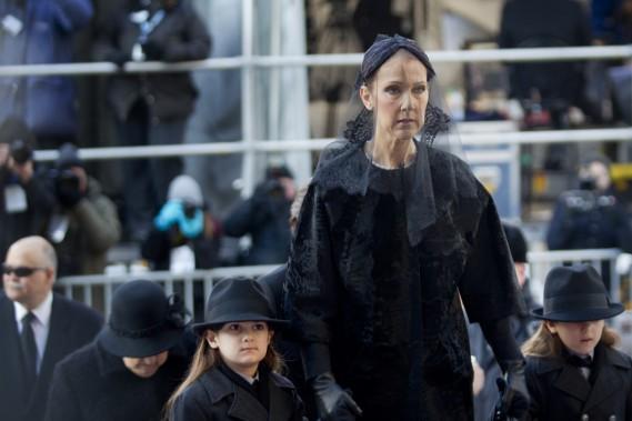 Céline Dion en compagnie des jumeaux Eddy et Nelson. (PHOTO MARCO CAMPANOZZI, LA PRESSE)