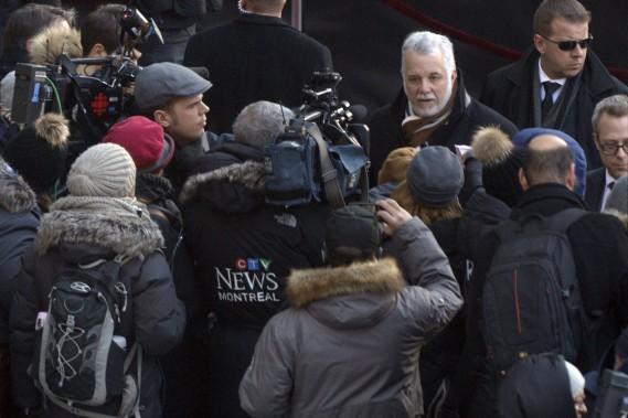 Le premier ministre Philippe Couillard parle aux journalistes. (PHOTO BERNARD BRAULT, LA PRESSE)