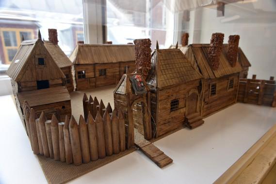 Une maquette reproduisant l'habitation de Port-Royal en Nouvelle-Écosse, là où Samuel de Champlain et Pierre Dugua de Mons ont implanté une première colonie en 1605. (Le Soleil, Patrice Laroche)