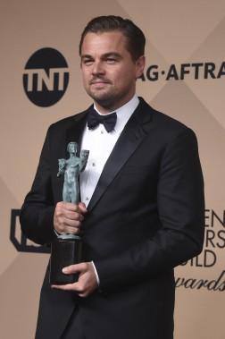 Leonardo Dicaprio a reçu le prix du meilleur acteur dans un film pour le cinéma pour<em> Le revenant</em>. (Photo AFP, FREDERIC J. BROWN)