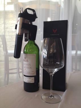 Système Coravin, qui permet de déguster le vin sans ouvrir la bouteille et altérer le contenu grâce à une aiguille et à une capsule de gaz Argon, 600 $ à la boutique de l'hôtel Bonne Entente(3400, chemin Sainte-Foy, Québec, 418 653-5221) (Photo fournie par Le Bonne Entente)