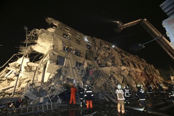 Au moins 800 militaires ont été mobilisés pour aider aux secours. (AP)