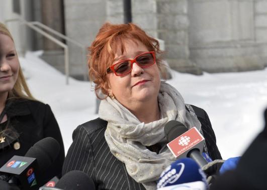 Louise Carrier, la soeur d'Yves Carrier, a tenu à saluer la réponse des citoyens devant le drame qui afflige sa famille. (Le Soleil, Caroline Grégoire)