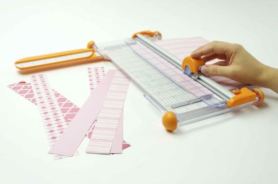 Étape 1.Tailler neuf lisières de papier de 3,8cm de largeur sur 30,4cm de long (1,5 x 12po). (Fournie par Michaels)