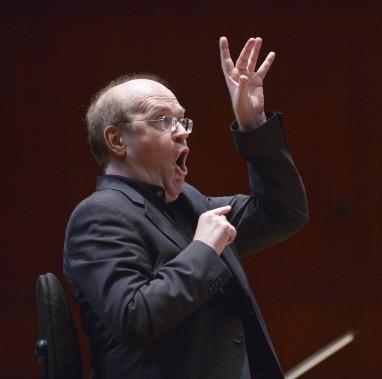 Le maestro a démontré toute l'énergie qu'on lui connaît lors de son retour à la tête des Violons du Roy et de la Chapelle de Québec. (Photo Le Soleil, Jean-Marie Villeneuve)