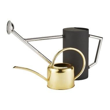 Mariage de finis: mat, chrome, doré (Fournie par HomeSense)