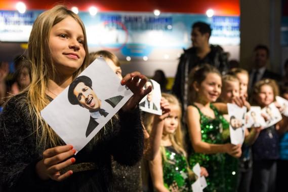 Une centaine de jeunes ont offert à l'humoriste un numéro de chant et de danse spécialement conçu pour lui. (Olivier Croteau, Le Nouvelliste)