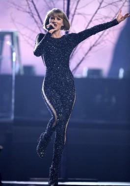 Taylor Swift, qui avait pas moins de sept nominations, a surpris tout le monde en mettant la main sur l'Album de l'année, avec <i>1989</i>. (AP, Matt Sayles)