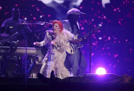 Lady Gaga a rendu un hommage habile à David Bowie, tant au plan sonore que visuel. (AP, Matt Sayles)