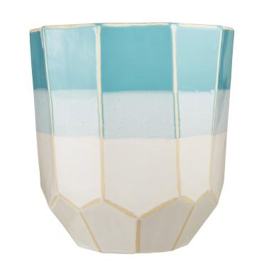 Vase en céramique à facettes, 19,99 $ chez HomeSense (Photo fournie par HomeSense)