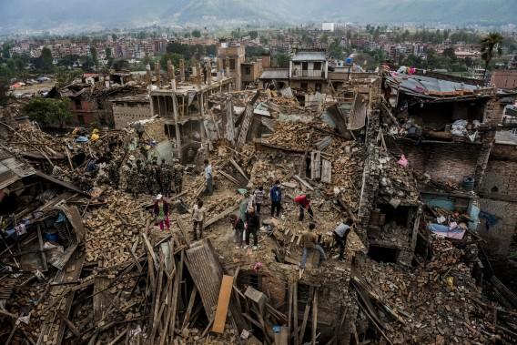 Troisième Prix catégorie Nouvelles générales: «Les conséquences du séisme au Népal» de Daniel Berehulak, pour The New York Times, où des habitants creusant les décombres de leur maison, à la recherche de quelques objets. (Fournie par World Press Photo)
