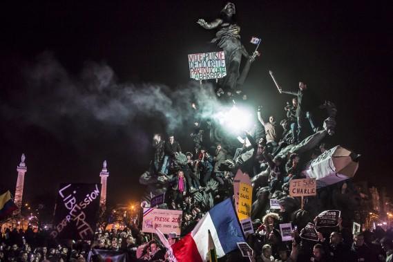 Second Prix Actualités: «Marche contre le terrorisme à Paris», de Corentin Fohlen, de Stern et Paris Match, présentant une manif antiterrorisme après les attentats contre Charlie Hebdo en janvier 2015. (Fournie par World Press Photo)