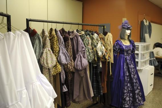 Les visiteurs ont pu découvrir les costumes de <em>La Fabuleuse</em>. (Photo Le Quotidien, Mariane L. St-Gelais)