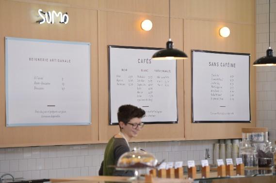 Le nouveau café conjugue sous le même toit un torréfacteur et une beignerie. Ici, le menu décliné sur papier. (Le Soleil, Yan Doublet)