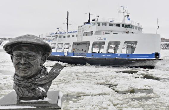 Beau temps, mauvais temps, le traversier Lomer-Gouin assure le lien entre Québec et Lévis. (Le Soleil, Pascal Ratthée)
