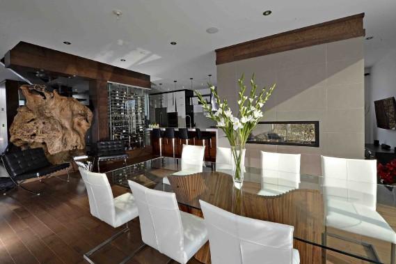 Au coeur de la maison, un escalier croise le cellier, tous deux perpendiculaires à la grande cuisine. (Le Soleil, Patrice Laroche)