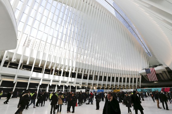 Oeuvre de l'architecte espagnol Santiago Calatrava, la gare du World Trade Center a coûté 3,85 milliards $. (Photo AP, Frank Franklin II)