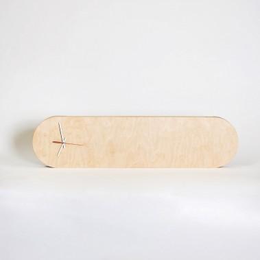 Horloge Tadasana, en contreplaqué russe, base en tilleul, une conception de Dobarah Nadeau-Roulin ()