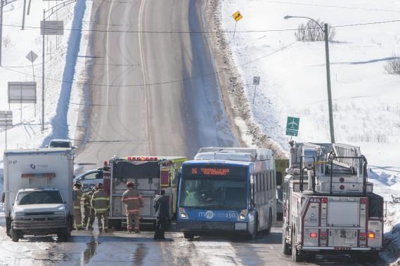 L'autobus descendait la côte lorsque la voiture s'est engagée. (Photo Le Quotidien, Michel Tremblay)
