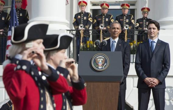 Justin Trudeau et Barack Obama, au début de la cérémonie. (Photo Paul Chiasson, PC)