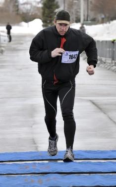 Invaincu depuis plusieurs années, le Chicoutimien Mark Claveau a de nouveau été le plus rapide sur le parcours de 15 km à la marche. (Photo Le Progrès-Dimanche, Rocket Lavoie)