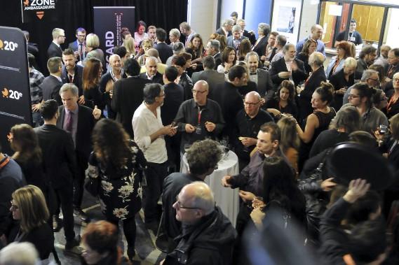 Le Festival Regard a reçu les ambassadeurs de la 20e édition dans une zone VIP jeudi soir pour le 5 à 7 d'ouverture. Les organisateurs de l'événement souhaitent ainsi que les gens d'affaires s'approprient l'événement et le vivent jusque dans les projections de films. (Photo Le Quotidien, Rocket Lavoie)