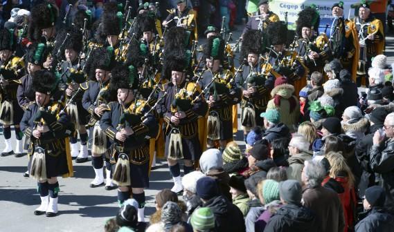 De nombreux ensembles locaux et internationaux ont défilé, comme l'ensemble Pipes and Drums du régiment historique 78th Fraser Highlanders, qui a joué un rôle important pendant la guerre de Sept ans en Amérique, entre autres lors de la bataille des plaines d'Abraham en 1759. (Le Soleil, Jean-Marie Villeneuve)