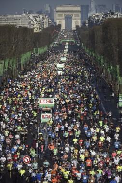 43 317 coureurs ont participé à l'épreuve. (AFP, Martin Bureau)