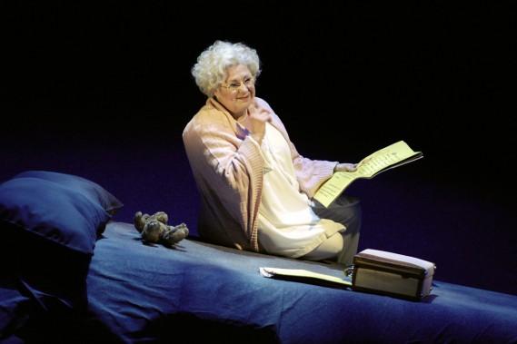 Rita Lafontaine dans la pièce <em>Oscar et la dame rose</em>. (PHOTO LAURENCE LABATT)