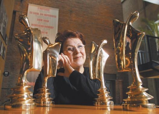 Rita Lafontaine et ses trophées Artis en 2001 (Photothèque Le Soleil)