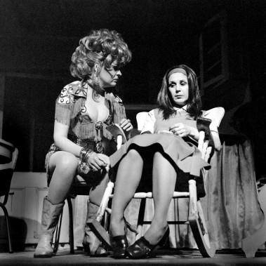 Rita Lafontaine (à droite)dans la pièce de théâtre À toi pour toujours ta Marie-Lou en1971 (Archives, Le Soleil)