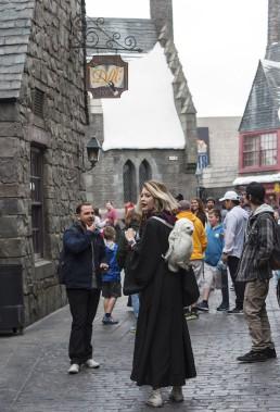 Depuis le 7 avril, les fans d'Harry Potter peuvent explorer le château de Poudlard et découvrir l'univers des sorciers dans le mini-parc à thème des studios Universal, situé au pied des collines d'Hollywood. (AFP, Valérie Macon)