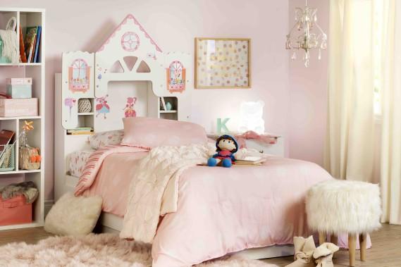 La collection Vito propose des têtes de lit flamboyantes pour les enfants: maison de poupées, mille et une nuits, monde de chevaliers, voyage dans l'espace. Des autocollants donnent vie à la thématique. (Fournie par Meubles South Shore)
