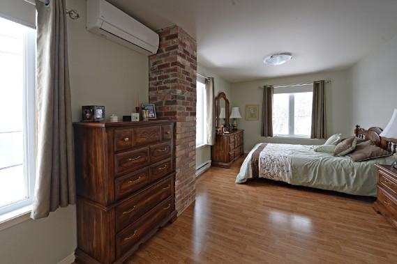 Sonya Auclair et Daniel Croteau se sont aménagé une suite, en 2001, dans l'étage qu'ils ont ajouté à leur maison en juillet 1998. (Le Soleil, Patrice Laroche)