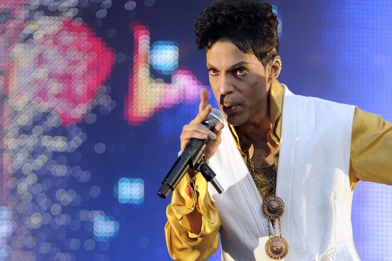 <span>Le chanteur Prince</span> en spectacle au Stade de France le 30 juin 2011. (PHOTO ARCHIVES AFP)