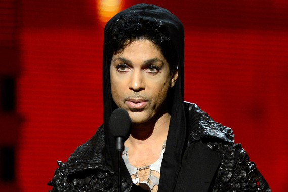 <span>Prince</span> lors des 55es Grammy Awards en février 2013. (PHOTO ARCHIVES AFP)