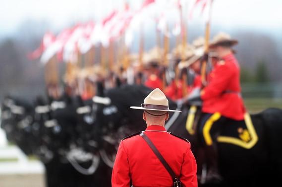 C'est vendredi que se déroulait la traditionnelle inspection annuelle du Carrousel de la GRC, alors que le commissaire Bob Paulson a scruté à la loupe les 32 chevaux et leurs cavaliers. (Etienne Ranger, LeDroit)