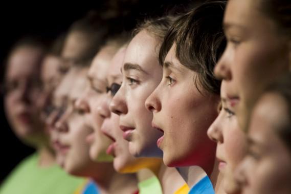 La chorale de l'école publique De La Salle d'Ottawa a chanté devant les gens d'affaires de la région. (Martin Roy, LeDroit)