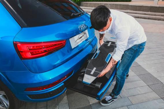 Un exemple de transport bi-modal vraiment intégré (sous le pare-choc). (Photo : Audi)