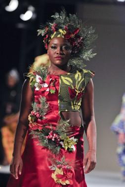 Défilé de l'Académie de mode Richard Robinson 2016. Une création de Charlotte Ngalle, étudiante en 2e année. ()
