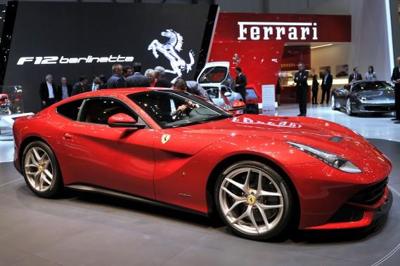 Ferrari nage dans ses profits, vend plus de 8-cylindres