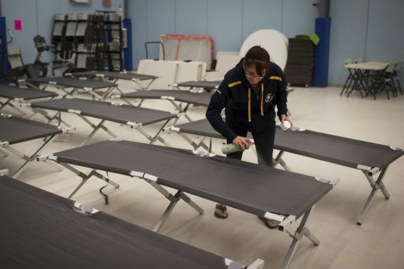 Un endroit pour accueillir les gens qui fuient est aménagé à Conklin. (Topher Seguin, Reuters)