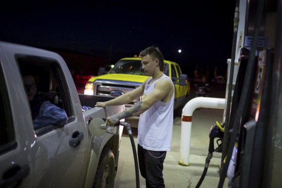 Plusieurs personnes ont fait des pannes sèches sur la route en fuyant. (Topher Seguin, Reuters)