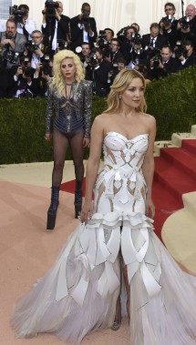 Kate Hudson et Lady Gaga en arrière-plan (AFP, Timothy A. Clary)